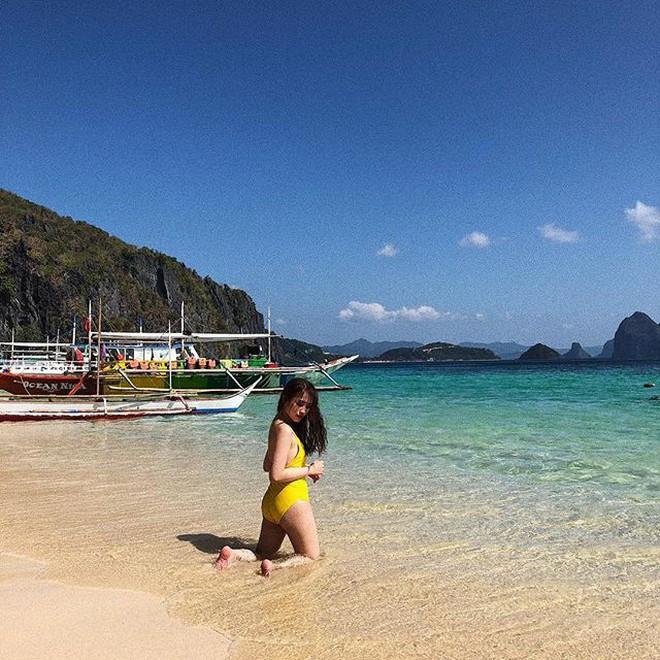 Diện bikini, ái nữ nhà đại gia Minh Nhựa khoe trọn vóc dáng không hề thua chị kém em - Ảnh 3.