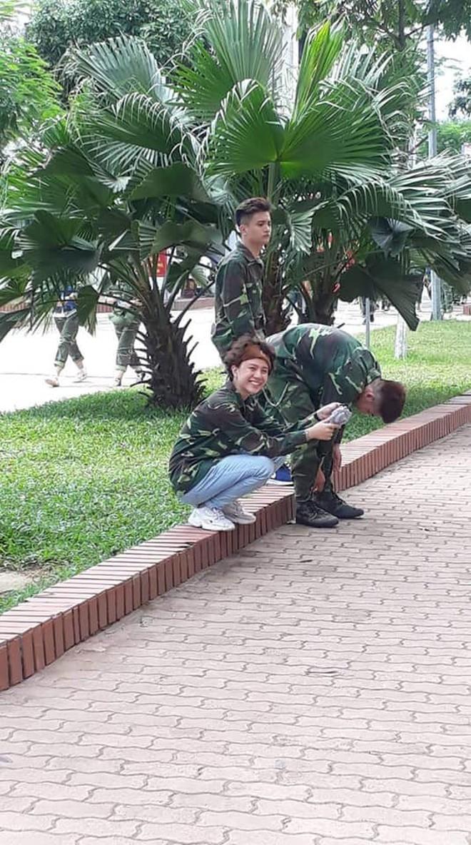"""Đi học quân sự bỏ quên... lông mày ở nhà, Bảo Hân """"Về nhà đi con"""" vẫn gây sốt với cả rổ biểu cảm cute khó cưỡng - Ảnh 4."""