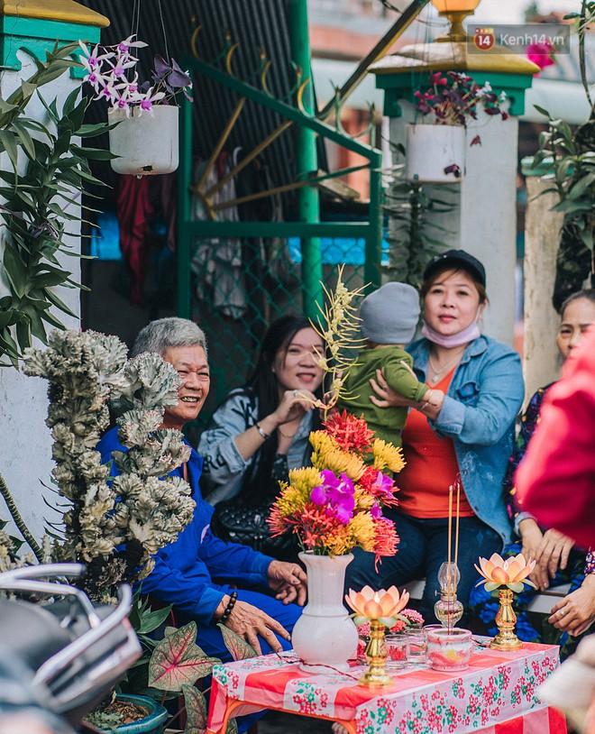 """""""Vui hết nấc"""" trong lễ hội Kỳ Yên ở An Giang: Người lớn trẻ nhỏ bôi lọ nghẹ khắp người, hóa thân thành... """"mọi"""" - Ảnh 5."""
