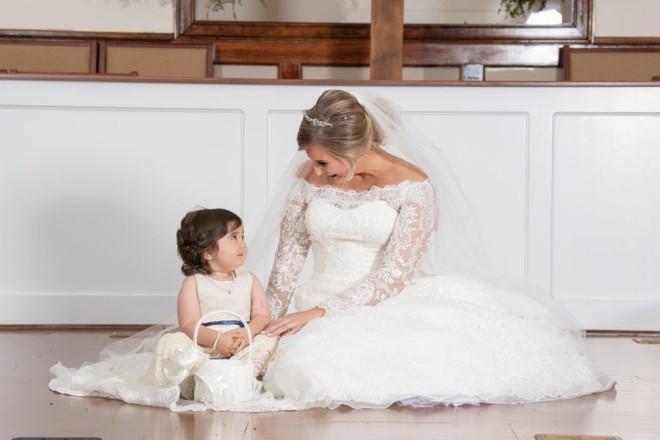 Câu chuyện ít ai biết đằng sau bức ảnh đáng yêu của cô bé phù dâu nhí 3 tuổi khiến nhiều người có thêm niềm tin vào cuộc sống - Ảnh 5.