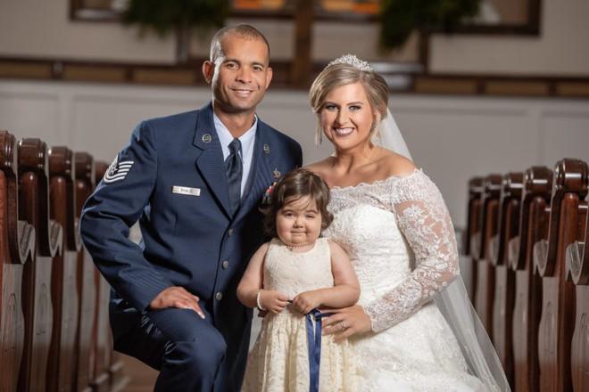 Câu chuyện ít ai biết đằng sau bức ảnh đáng yêu của cô bé phù dâu nhí 3 tuổi khiến nhiều người có thêm niềm tin vào cuộc sống - Ảnh 3.