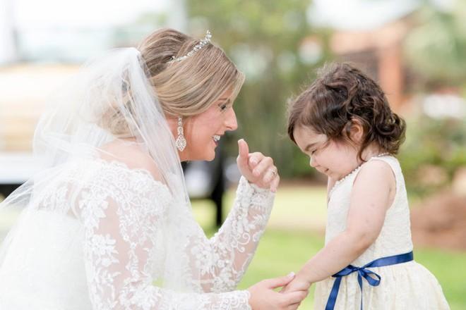 Câu chuyện ít ai biết đằng sau bức ảnh đáng yêu của cô bé phù dâu nhí 3 tuổi khiến nhiều người có thêm niềm tin vào cuộc sống - Ảnh 4.
