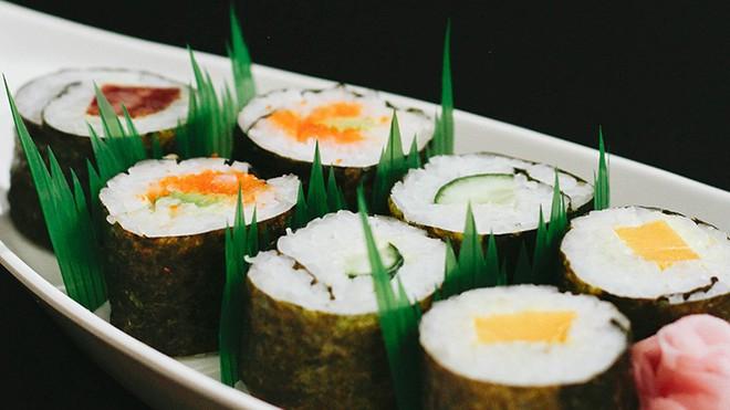 """Hoá ra mấy ngọn cỏ xanh trông như nhựa trong hộp sushi mà chúng ta thường thấy không phải để """"làm màu"""" - Ảnh 2."""