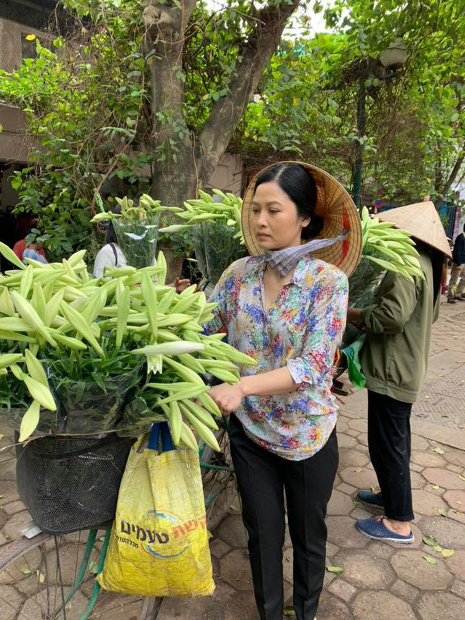 Nhan sắc cô Hạnh bán hoa chiếm trái tim bố Sơn Về nhà đi con ngoài đời : Ngoài 40 mà hack tuổi, body gợi cảm ngỡ ngàng - Ảnh 3.