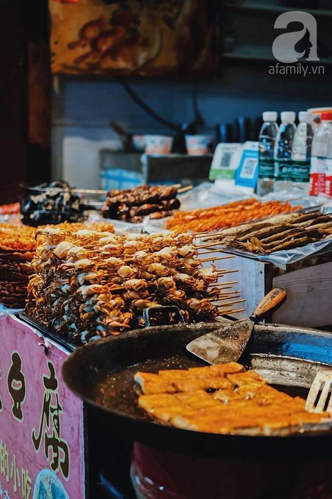 Kinh nghiệm du lịch Phượng Hoàng Cổ Trấn chỉ 13 triệu/người cho 9 ngày mà ở homestay đẹp, ăn uống tùy hứng - Ảnh 7.