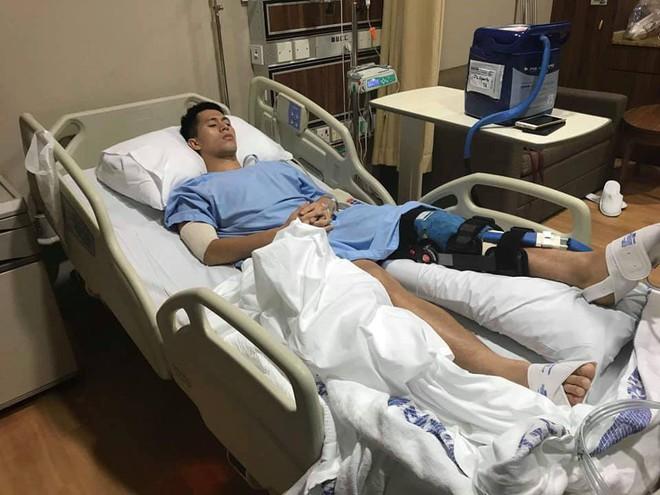 Đình Trọng tươi tỉnh trên giường bệnh, gửi lời cảm ơn đến người hâm mộ sau ca phẫu thuật thành công tại Singapore - Ảnh 2.