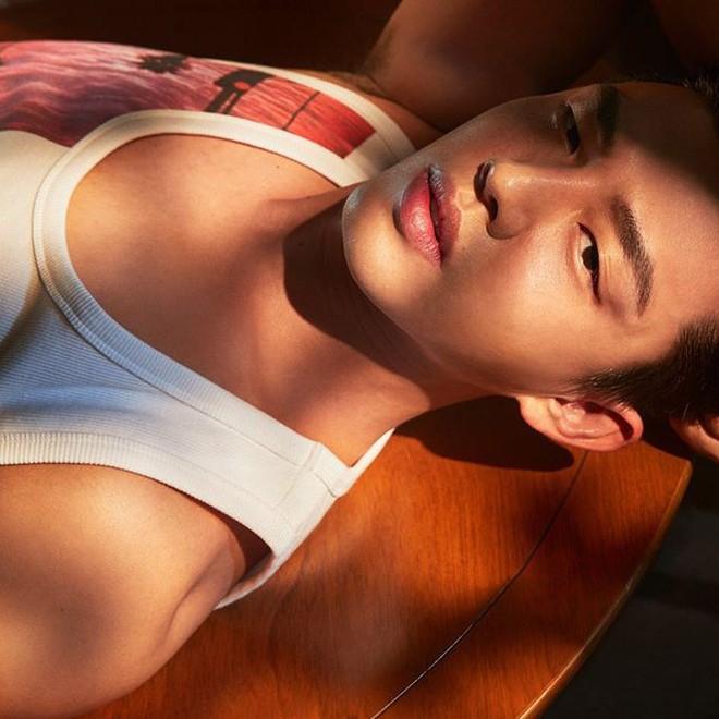 """Tăng cân ầm ầm mất hết múi bụng, Yoo Ah In từ trai đẹp sexy đã thành """"ông chú bụng bia"""" lúc nào không hay - Ảnh 2."""