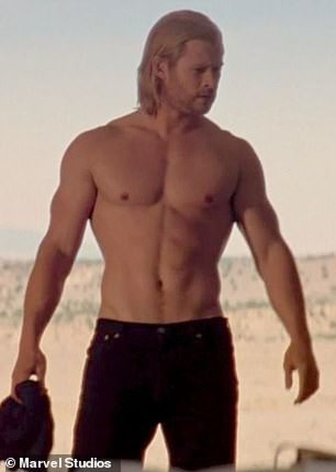 """Có body tuyệt tác khiến hàng triệu người mê, """"Thor"""" Chris Hemsworth lại bị người quan trọng nhất chê là """"phát ớn"""" - Ảnh 3."""