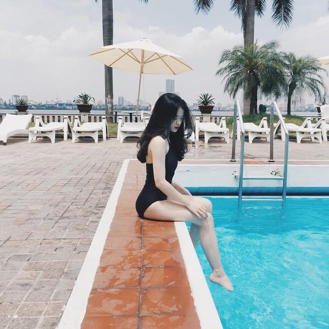 Chị em mất 10 năm, riêng Linh Ka chỉ mất 2 năm và 4 lần diện bikini để khiến dân mạng trầm trồ vì lột xác phổng phao - Ảnh 1.