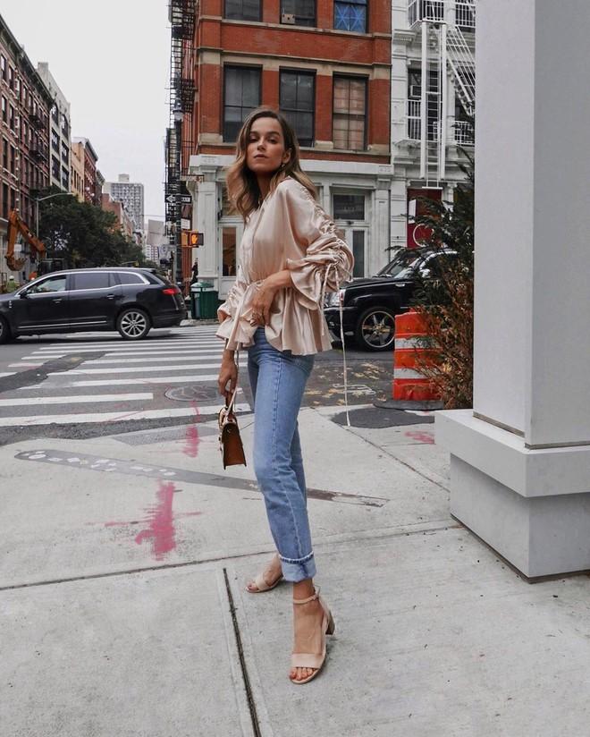 Sơmi + jeans: Những cách mix&match giúp nàng 30 cân hết thảy mọi phong cách trên đời - Ảnh 2.
