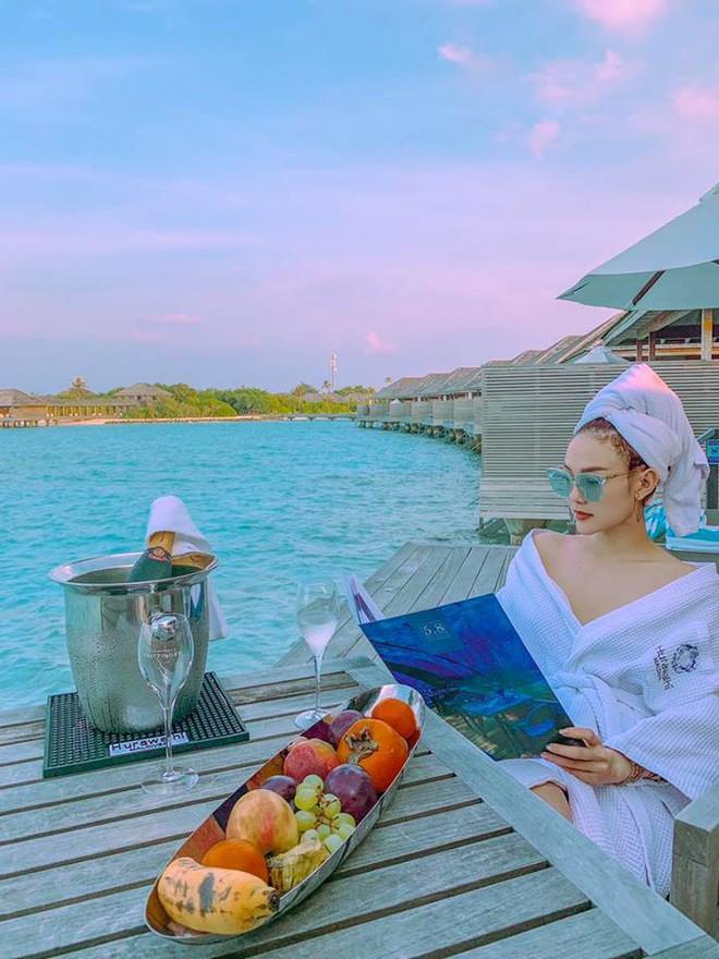 """Đi Phú Yên ngoài check-in 2 điểm nhất định phải đến, Minh Hằng còn """"lăng xê"""" thêm trend chỉnh ảnh du lịch """"cá»±c đỉnh"""" này cho fan - Ảnh 3."""