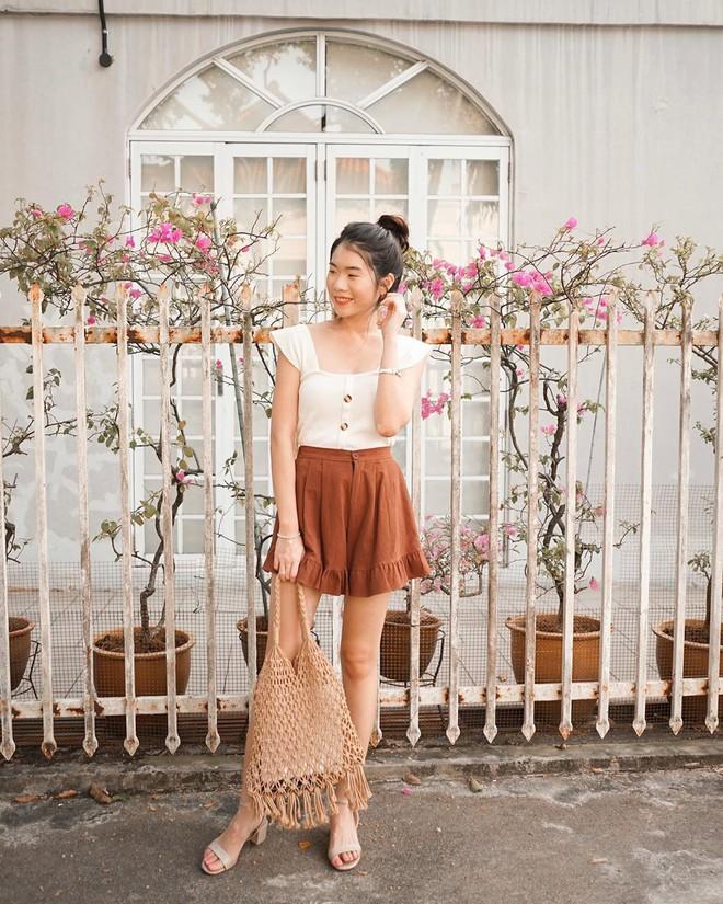 Như một thói quen: Ngày nắng nóng là chị em thi nhau lên đồ với 4 kiểu quần shorts xinh xắn, trendy này - Ảnh 2.