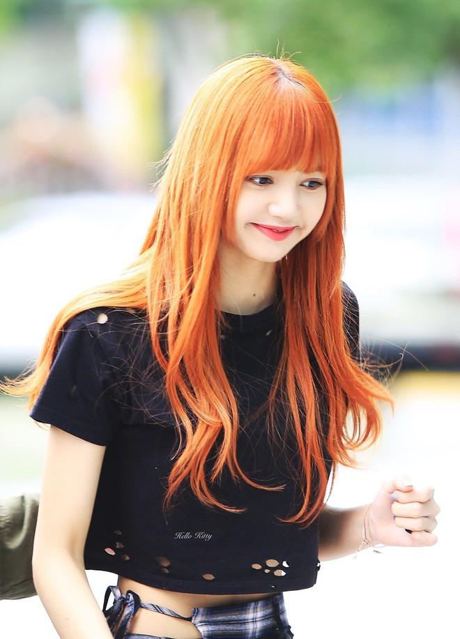 Lisa nhuộm lại tóc đen rồi, siêu dễ thương đúng chất em gái của mọi nhà - Ảnh 4.