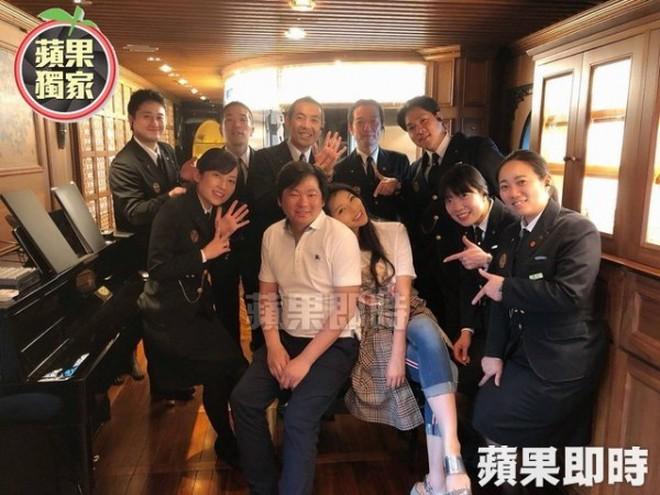 """Cặp đôi đũa lệch đình đám Đài Loan: Tỷ phú xấu xí """"cưa đổ"""" siêu mẫu nóng bỏng sau 10 lần cầu hôn và cuộc sống hôn nhân đáng mơ ước - Ảnh 3."""