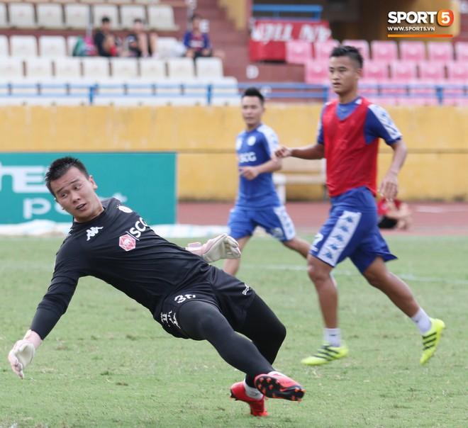Hà Nội FC cười đùa vui vẻ trước cuộc đọ sức với đội bóng cuối bảng V.League 2019 - Ảnh 5.