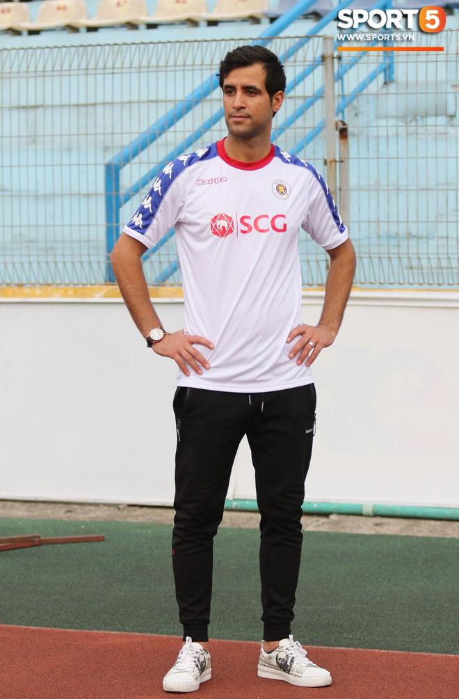 Hà Nội FC chiêu mộ tân binh hơn 10 tỷ đồng: Đẹp trai, thi đấu đa năng và đặc biệt thu hút bởi ánh mắt buồn - Ảnh 3.