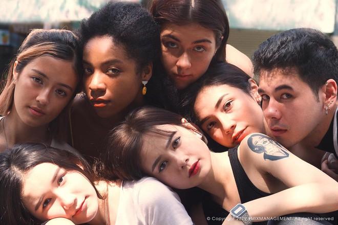 Bóc info từng gương mặt trong hội con lai đình đám nhất Sài Gòn: Thành viên nhỏ tuổi nhất sinh năm 2003, có người lai 5 dòng máu - Ảnh 1.