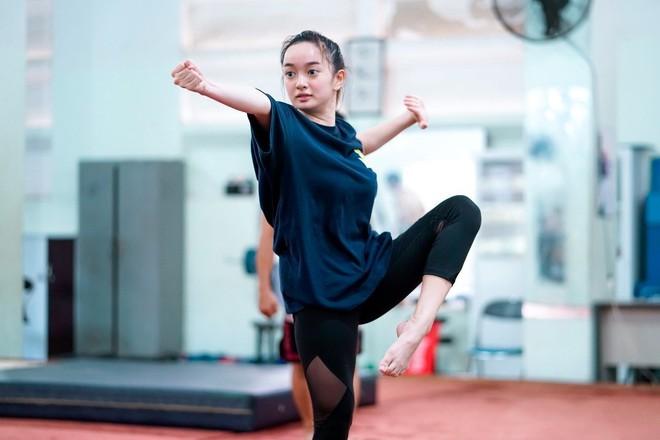 Loạt sao và hot girl Việt cho thấy: cứ chăm tập đi, bạn sẽ có màn Before - After khiến dân tình tròn mắt - Ảnh 10.