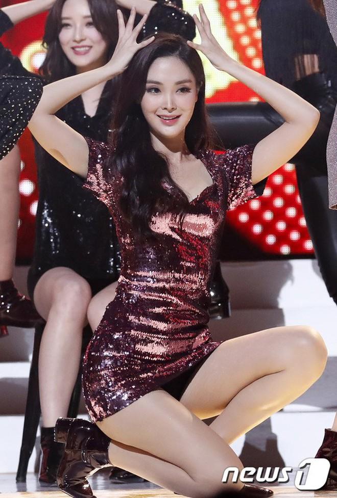 """Chung kết Hoa hậu Hàn Quốc 2019 gây bão: Tân Hoa hậu xinh đến mức dìm cựu Hoa hậu, dàn Á hậu đằng sau bị chê """"mặt nhựa"""" - Ảnh 17."""