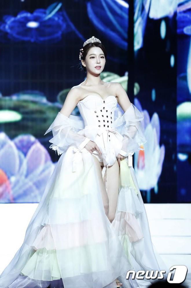 Sexy hóa hanbok tới mức lố lăng, dàn thí sinh Hoa hậu Hàn Quốc 2019 bị netizen ném đá tơi bời - Ảnh 3.