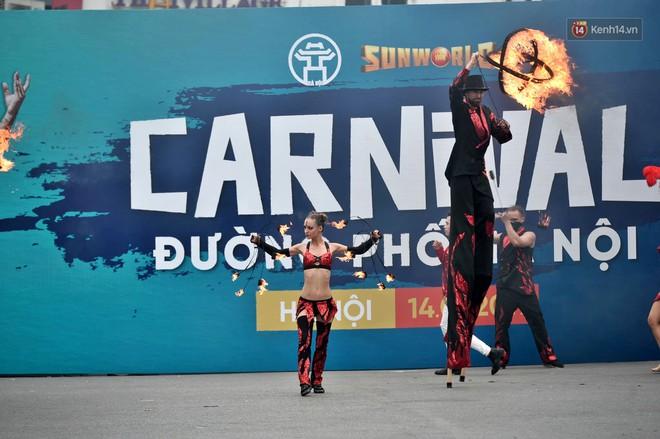 Người dân thủ đô thích thú với màn Carnival sôi động nhân dịp kỉ niệm 20 năm Hà Nội - thành phố vì hoà bình - Ảnh 13.