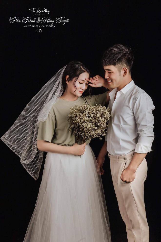 Tình yêu sét đánh phiên bản tả thá»±c: Trú mÆ°a sợ sét cô gái ôm chầm lấy người lạ, ngờ đâu 1 năm sau họ trở thành vợ chồng - Ảnh 2.