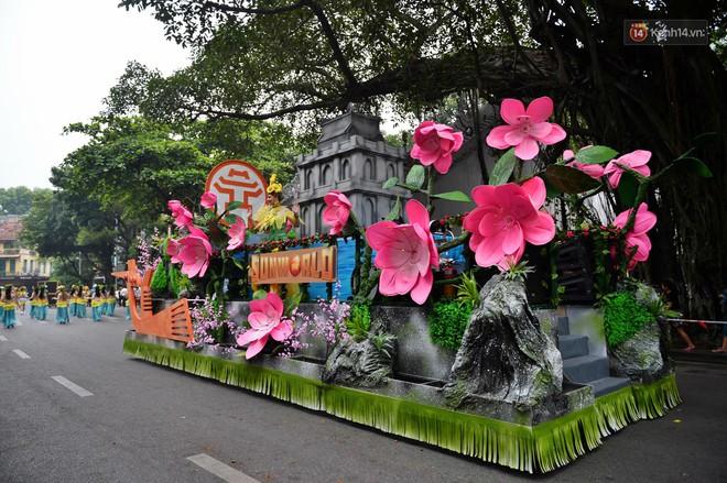 Người dân thủ đô thích thú với màn Carnival sôi động nhân dịp kỉ niệm 20 năm Hà Nội - thành phố vì hoà bình - Ảnh 4.