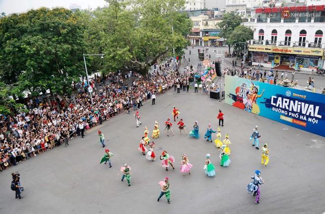 Người dân thủ đô thích thú với màn Carnival sôi động nhân dịp kỉ niệm 20 năm Hà Nội - thành phố vì hoà bình - Ảnh 15.