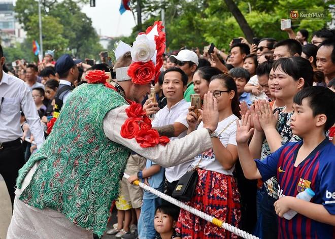 Người dân thủ đô thích thú với màn Carnival sôi động nhân dịp kỉ niệm 20 năm Hà Nội - thành phố vì hoà bình - Ảnh 12.