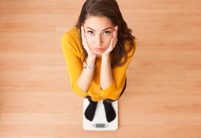 Những triệu chứng dễ thấy giúp cảnh báo bệnh ung thư gan có thể đang nhen nhóm trong cơ thể bạn - Ảnh 5.