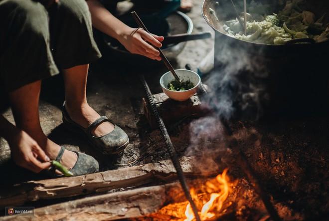 Căn bếp trên đỉnh đồi và những clip nấu ăn của cô gái bỏ phố thị lên Sa Pa ẩn cư - Ảnh 13.
