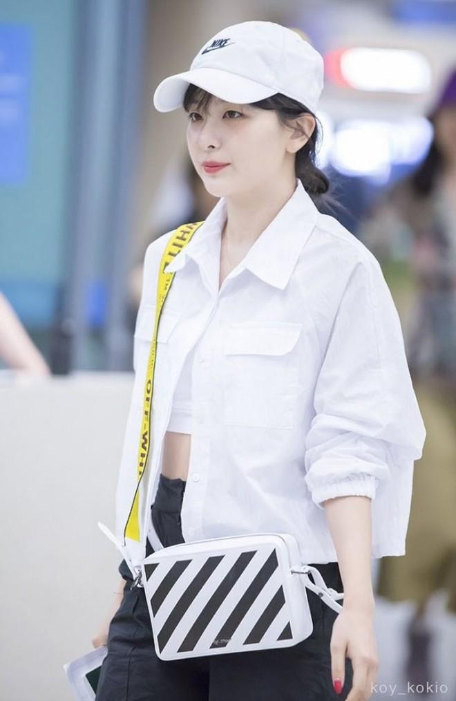 Đừng chỉ mặc crop top bình thường, Jennie sẽ chỉ bạn cách khoe eo thon rất ngầu và chất - Ảnh 4.