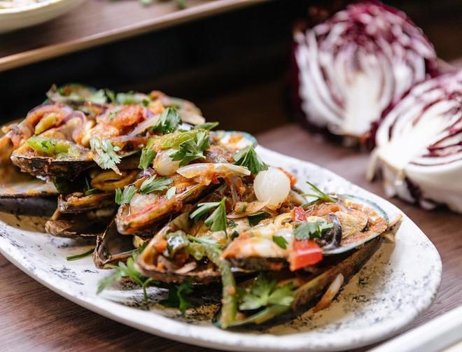 Người Việt vẫn bị chê thiếu văn minh khi ăn tiệc buffet, vậy đâu là cách ăn thật sang mà lại huề được vốn bỏ ra ban đầu? - Ảnh 5.