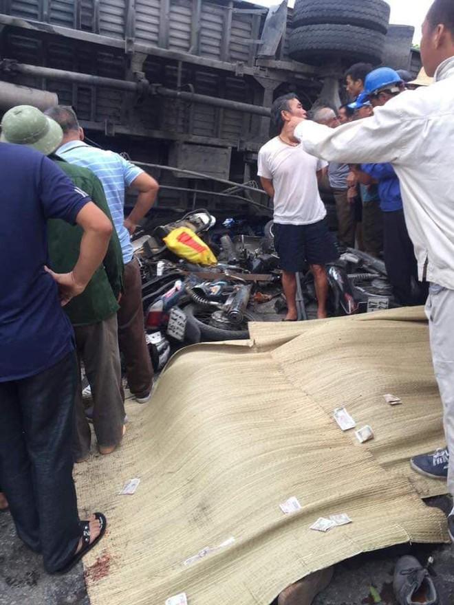 Ảnh: Hiện trường đầy ám ảnh vụ tai nạn khiến ít nhất 6 người tử vong tại Hải Dương - Ảnh 8.