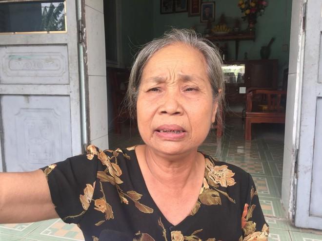Bà Cúc sợ hãi kể lại vụ việc với PV.