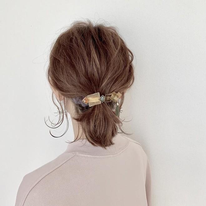 """Ai bảo tóc bob chẳng làm được gì vì có tới 3 cách tạo kiểu xinh """"tung chảo"""" mà nhiều nàng chưa từng nghĩ tới - Ảnh 4."""