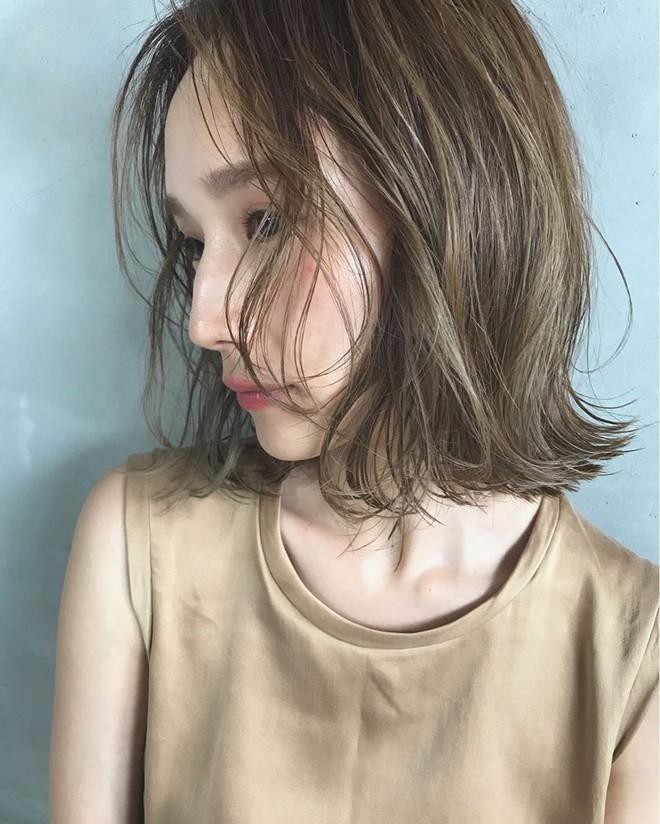 """Ai bảo tóc bob chẳng làm được gì vì có tới 3 cách tạo kiểu xinh """"tung chảo"""" mà nhiều nàng chưa từng nghĩ tới - Ảnh 1."""