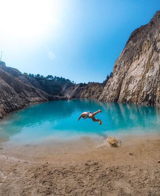 Sốc: Nhập viện hàng loạt sau khi bơi, hồ nước xanh lam nổi tiếng Tây Ban Nha này chính là hiểm họa với du khách - Ảnh 9.