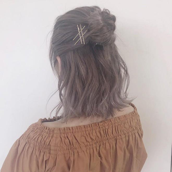 """Ai bảo tóc bob chẳng làm được gì vì có tới 3 cách tạo kiểu xinh """"tung chảo"""" mà nhiều nàng chưa từng nghĩ tới - Ảnh 3."""