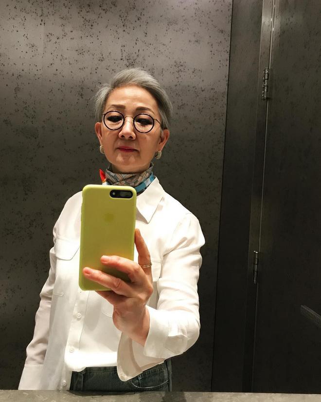 """Đầu đã bạc nhưng không thích mặc kiểu người già, cụ bà Hàn Quốc khiến giới trẻ """"chạy dài"""" hàng kilomet vì style cực chất - Ảnh 1."""