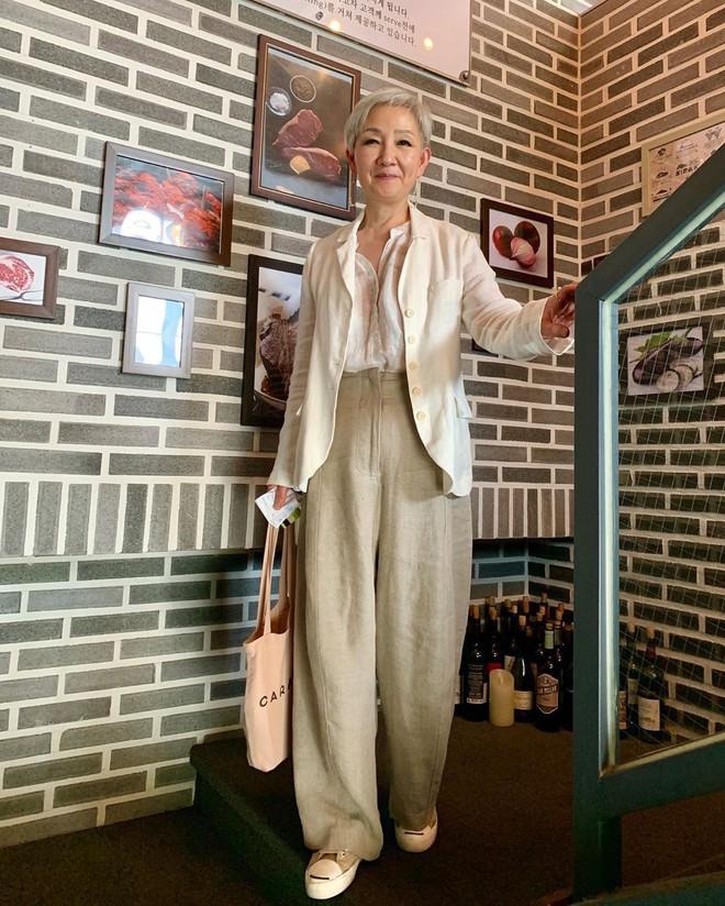 """Đầu đã bạc nhưng không thích mặc kiểu người già, cụ bà Hàn Quốc khiến giới trẻ """"chạy dài"""" hàng kilomet vì style cực chất - Ảnh 6."""
