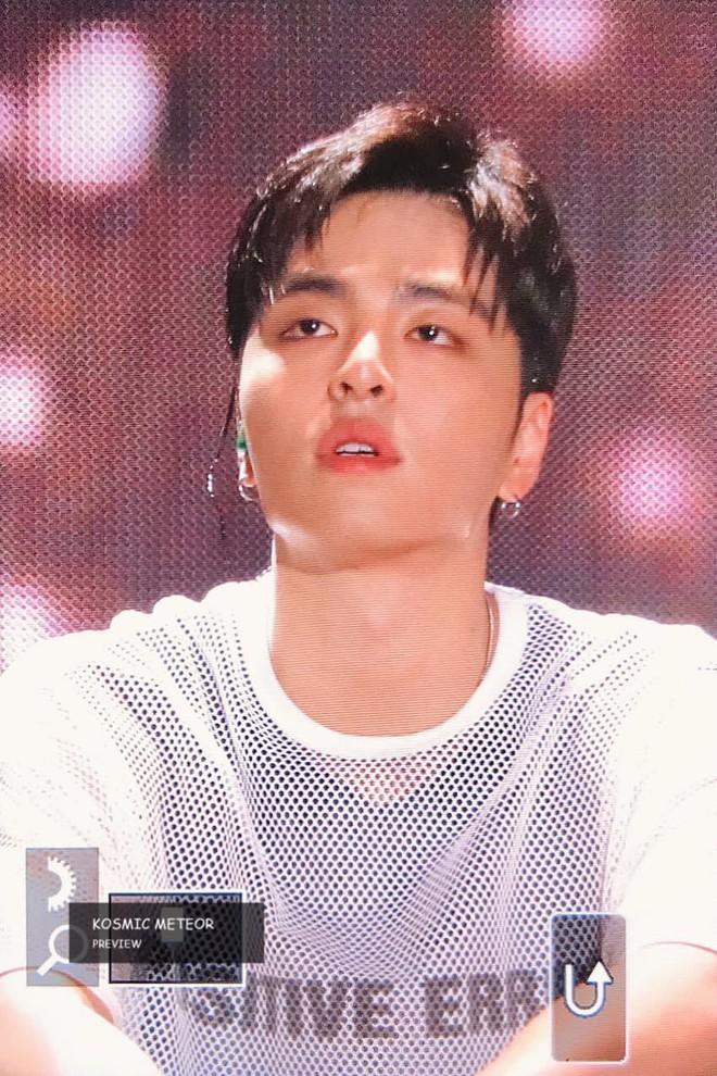 Sân khấu đầu tiên của iKON hậu B.I rời nhóm: Các thành viên và fan chìm trong biển nước mắt - Ảnh 3.