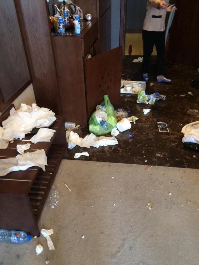 Kinh hoàng những pha du khách ở cực bẩn trong khách sạn và homestay: Rác ngập kín lối, chó phóng uế cả... trên giường - Ảnh 7.