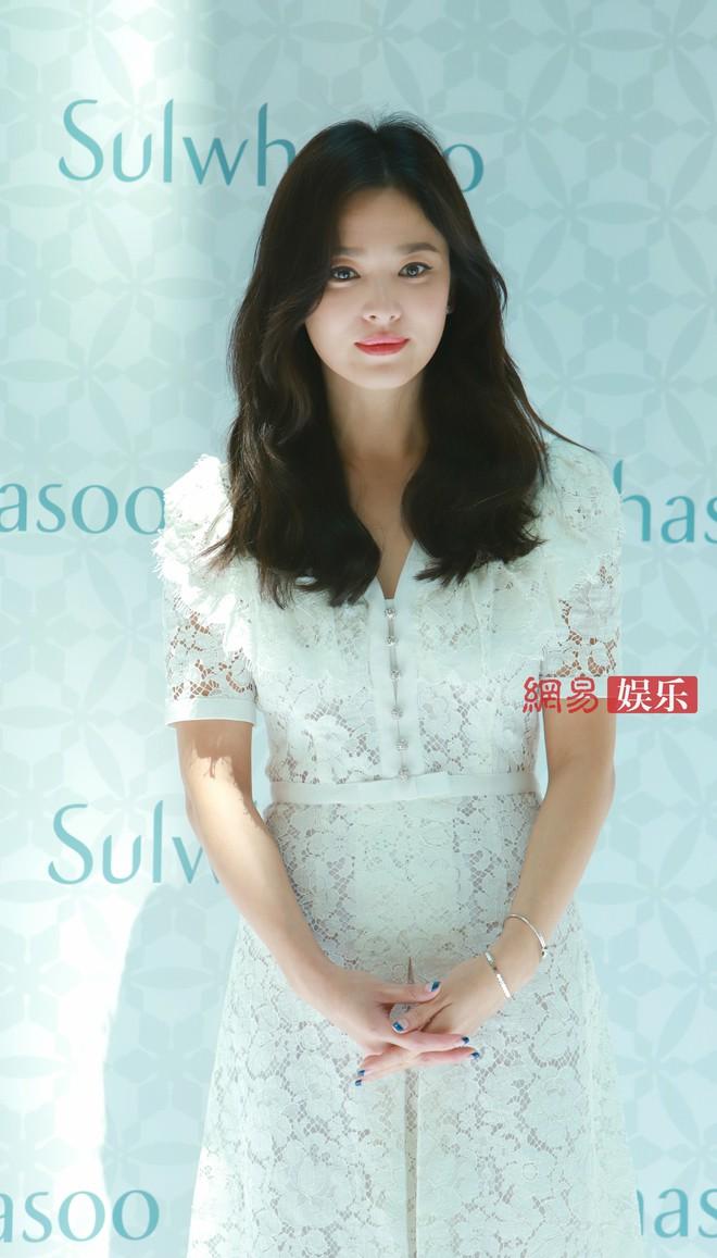 HOT: Song Hye Kyo lần đầu lộ diện sau vụ ly hôn ngàn tỷ, nhan sắc cực phẩm nhưng lại tiều tụy đến xót xa - Ảnh 19.