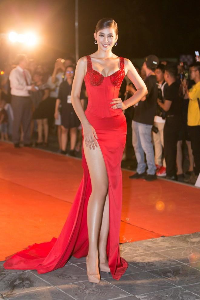 Màn họa mặt xuất sắc nhất từ trước đến nay của Hoa hậu Tiểu Vy: đẹp mê hồn, quyến rũ chẳng hề kém cạnh sao ngoại nào - Ảnh 1.