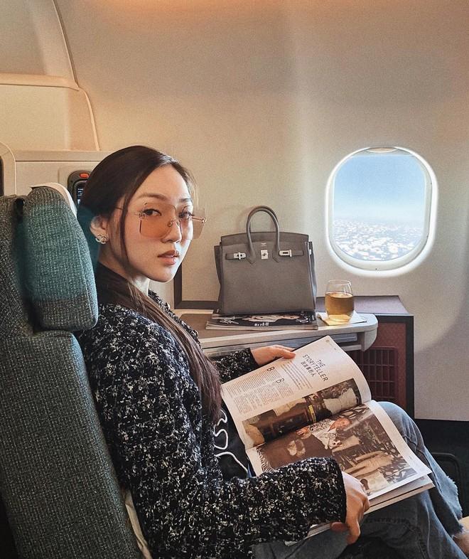 Hot girl đúng là hot girl, có mỗi cái cửa sổ máy bay mà cũng tạo dáng chụp được ảnh đẹp hết nấc - Ảnh 5.