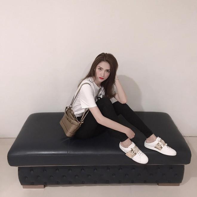 Vẫn biết túi Chanel Gabrielle đẹp nhưng phiên bản mới còn sang chảnh hơn gấp bội, bảo sao hội sành điệu mê đến vậy - Ảnh 2.
