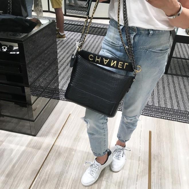 Vẫn biết túi Chanel Gabrielle đẹp nhưng phiên bản mới còn sang chảnh hơn gấp bội, bảo sao hội sành điệu mê đến vậy - Ảnh 1.