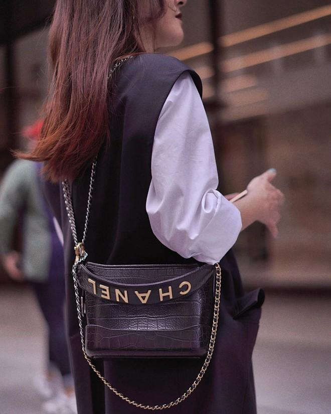 Vẫn biết túi Chanel Gabrielle đẹp nhưng phiên bản mới còn sang chảnh hơn gấp bội, bảo sao hội sành điệu mê đến vậy - Ảnh 4.