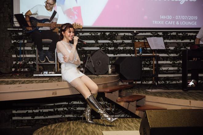 Quán quân The Voice 2018 - Trần Ngọc Ánh kể về những ngày đi hát kiếm tiền để chữa bệnh hạt xơ thanh quản - Ảnh 2.